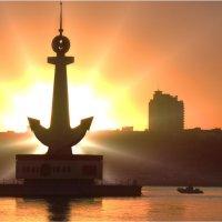 Памятник Волжским речникам... :: Павел Бутенко