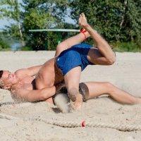 Cоревнования по пляжной борьбе :: Юрий Ричка