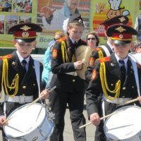 Девочка бьет в тарелки, мальчики - в барабаны :: Дмитрий Никитин