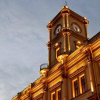 Башня с часами на вокзале :: Юрий Тихонов