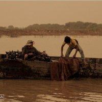 Жители плавучей деревни на озере Тонлесап. Камбоджа :: Ilona An