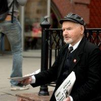 Продавец газет :: Alexandre Andreev