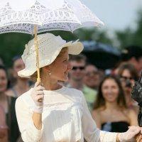 женщина в белом и её взгляд :: Олег Лукьянов