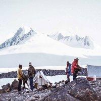 Лагерь на леднике Федченко :: Евгений Леоненко