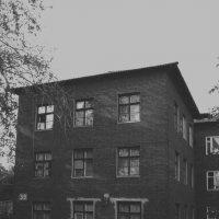 Старый дом... :: Павел Зюзин