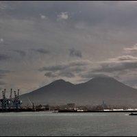 В бухте Неаполитанского залива.   И вулкан Везувий. :: Leonid Korenfeld