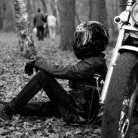 Отдых у байка :: Pavel Lomakin