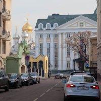 Улица города :: Александр Знаменский