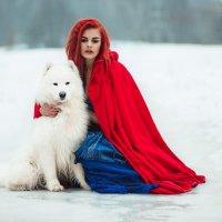 Девушка в красном с белой собакой :: Светлана Никотина