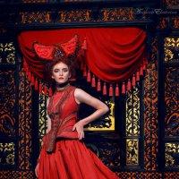 Женщина в красном :: Екатерина Анохина
