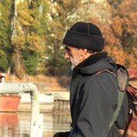 Утренний моцион на рыбалке :: Леонид