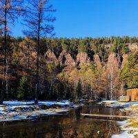 Тихо воды несёт река к скалам :: Анатолий Иргл