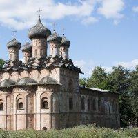 Каменная трапезная с церквью Троицы в Духове монастыре построена в 1557 году, по заказу игумена Ионы :: Виктор Орехов