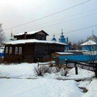 Старинный дом священника возле подворья Михайло-Архангельского монастыря :: Николай Туркин