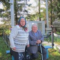 Дед, глянь ка, нас ведь фоткают... :: Михаил Попов