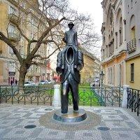 Памятник Францу Кафке в Еврейском квартале в Праге :: Денис Кораблёв