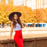 Девушка в шляпе... :: Игорь Пикулов