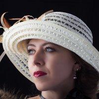 Девушка в шляпке :: Владимир Тихонов