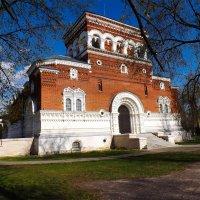 Бывший храм .. ныне музей хрусталя :: Дмитрий Янтарев