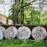 Донской монастырь. Фрагмент первого Храма Христа Спасителя # 4 Название :: Михаил Малец
