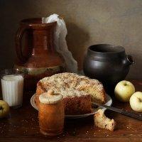 Кусочек пирога и горшочек молока :: Татьяна Карачкова