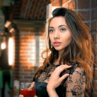 Девушка с бокалом вина :: Павел Прозоров