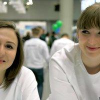 молодые привлекательные или подружки :: Олег Лукьянов