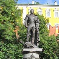 Царь наш, немец русский, носит мундир узкий... :: Дмитрий Никитин
