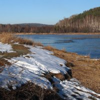 Постепенно осень вытесняя,белым снегом землю покрывая,к нам приходит зимушка-зима... :: Александр Попов
