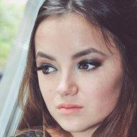 девушка у окна :: Валерия Бунак