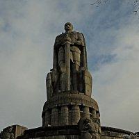 Памятник Отто фон Бисмарку. Фрагмент :: Nina Yudicheva