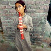 Стамбул. Девочка, играющая на игрушечном саксофоне. :: Игорь