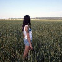 Девочка в поле :: Yur Lo