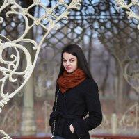 в осеннем парке :: Alexander Varykhanov
