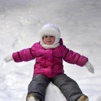 Девочка на снежном шаре. :: Виталий Дарханов