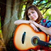 Девушка с гитарой :: Евгения Клепинина