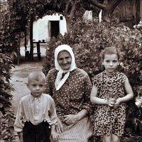 В гостях у бабушки.  1958 год :: Нина Корешкова