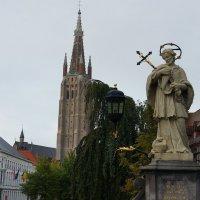 Скульптура святого Яна Непомуцкого. Церковь Богоматери :: Елена Павлова (Смолова)