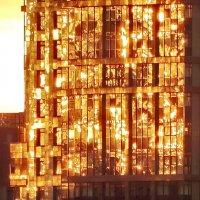 Освещая окна наши... :: Владимир Гилясев