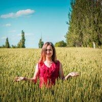 Девушка в поле :: Дмитрий Мороз