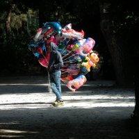 Продавец воздушных шаров :: Natalia Harries