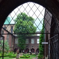 Монастырский дворик :: Ольга