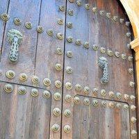 Старинная дверь :: Ольга