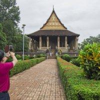 Лаос. Вьентьян. Знаменитый храм, в котором в древние времена стояла статуэтка изумрудного Будды :: Владимир Шибинский