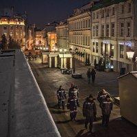 Город молчит, но стучат в тишине каблуки :: Ирина Данилова