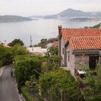 Среди четырёхсотлетних домов, Черногория :: Елена