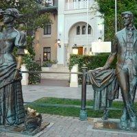 Скульптуры Чехова и Дамы с собачкой :: Вера Щукина