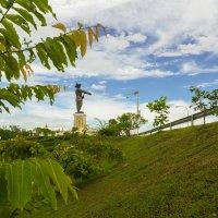 Лаос. Вьентьян. Памятник королю Лаоса :: Владимир Шибинский