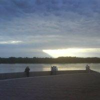 На набережной вечером. :: Александр Атаулин