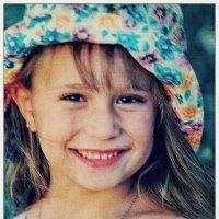 Геля в шляпе - и с улыбкой! :: Константин Нусенко